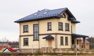 Кирпичный дом с облицовкой