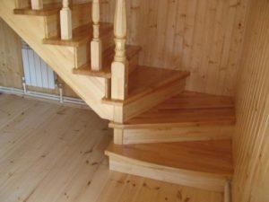 Монтаж лестниц из лиственницы